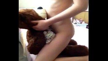 เอากับตุ๊กตาหมี เย็ดตุ๊กตาหมี สาวไทย คลิปหลุดคนเย็ดตุ๊กตา คลิปหลุดคนกับหมี