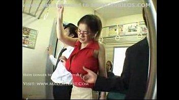 ในรถเมล์ โป้ญี่ปุ่น แจกหนังโป๊av เอาบนรถ เสียวหี