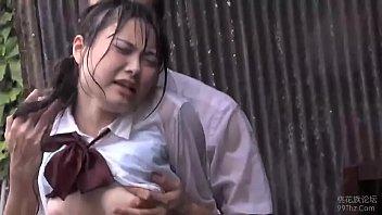 โป๊ญี่ปุ่น18+ เย็ดกลางสายฝน เจ็บหี หีเปียก หีฟิต