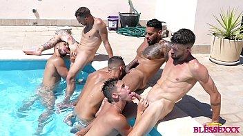 เย็ดในสระน้ำ เย็ดตูดในสระ เย็ดตูดเกย์ เซ็กส์หมู่ อมควย